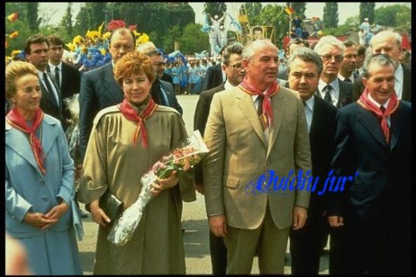 Nicolae Ceausescu Mihail Gorbaciov 1988 Eric Hoenecker