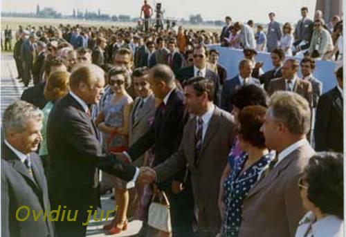 Nicolae Ceausescu alaturi de Gerald Ford Otopeni 1975