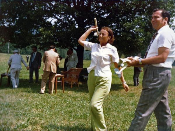 Ion Iliescu se distreaza alaturi de Elena Ceausescu la Moldova Delta in vara lui 1976, oare de ce l-au omorat pe Ceausescu ?