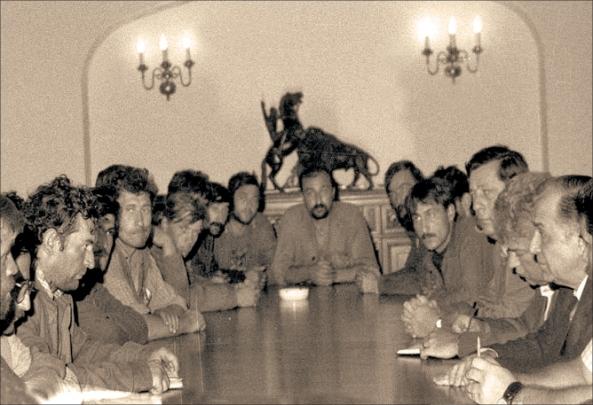 Ion Iliescu la masa rotunda cu Minerii