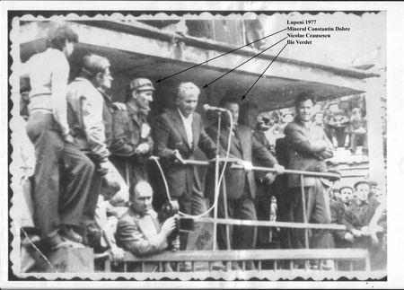 LUPENI 1977. Constantin Dobre, în stânga lui Nicolae Ceauşescu (centru)