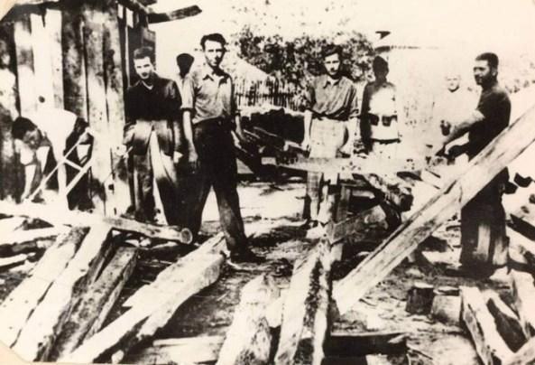 Lagarul Targu Jiu, Ceausescu la stanga