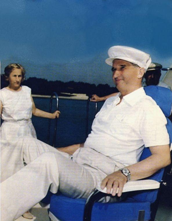 Nicolae si Elena Ceausescu iaht la Paris